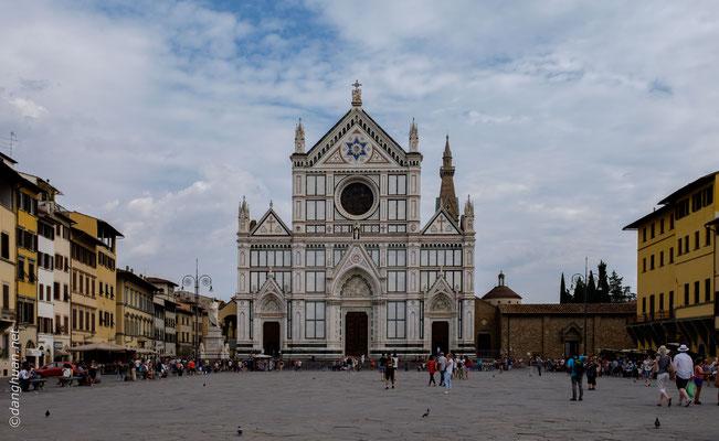 Basilique St Croce,  la plus grande église franciscaine au monde dont la construction débuta en 1294