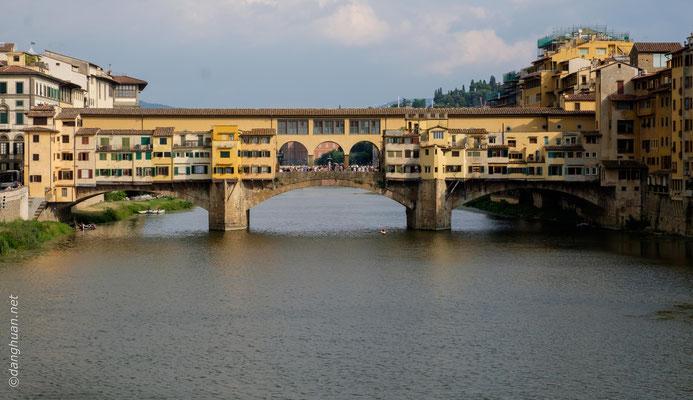 pont de Vecchio qui dissimule un passage réservé aux Médécis pour relier le Palais de Pitti au Palais de Vecchio