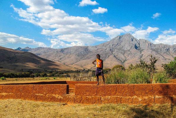 Le parc est aussi le lieu de vie du peuple Bara qui sont des éleveurs de bovins
