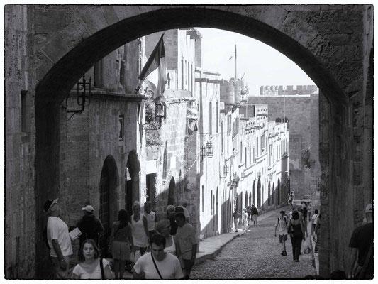 Rhodes - rue des chevaliers
