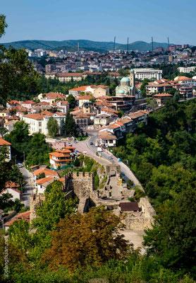 En 1393, la forteresse fut assiégée par les forces ottomanes pendant trois mois avant d'être finalement conquise et brûlée le 17 juillet, ce qui marqua la chute de l'Empire bulgare
