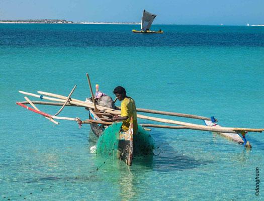 Pêcheur Vezo près de l'ile Nosy Ve