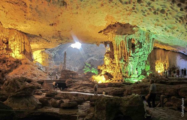 Grotte à la baie d'Halong