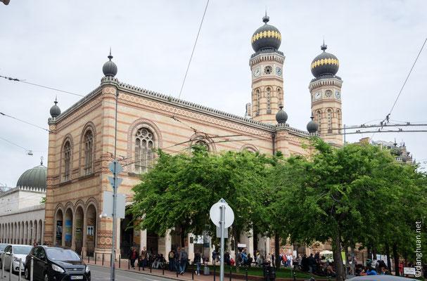 La grande synagogue, décorée par Frigyes Feszl dans le goût romantico-mauresque des années 1850