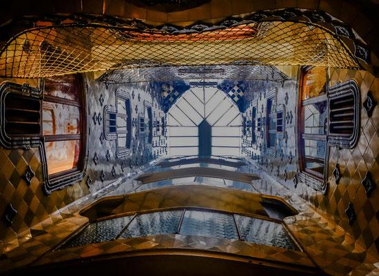 Casa Balto : Le bleu marine est présent dans la décoration à base de céramiques, pour la façade, le vestibule et les patios