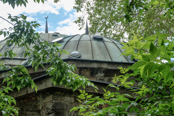 Kiraly : bain Turc bâti en 1570 à l'initiative du vizir de l'époque le Pacha Mustafa Sokollu pour sa cargaison