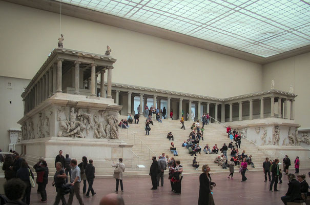 L'Autel de Zeus est un monument religieux élevé à l'époque hellénistique sur l'acropole de la ville de Pergame, sans doute au début du règne d'Eumène II (197-159 av. J.-C.). Ses frises monumentales, représentant une gigantomachie et l'histoire de Télèphe