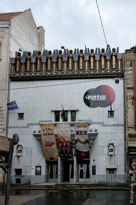 Uj Szinhaz : ancien night club (1909) converti en 'nouveau théâtre' aux allures babyloniennes ou égyptoïdes