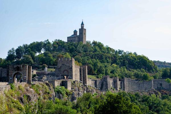 La Forteresse de Tzarevetz est une forteresse médiévale située sur une colline du même nom à Veliko Tarnovo, dans le Nord de la Bulgarie.