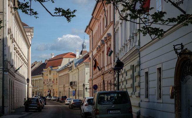 Varnegyed, le quartier du château, en hauteur de Buda : ici la rue des seigneurs (Uri utca)
