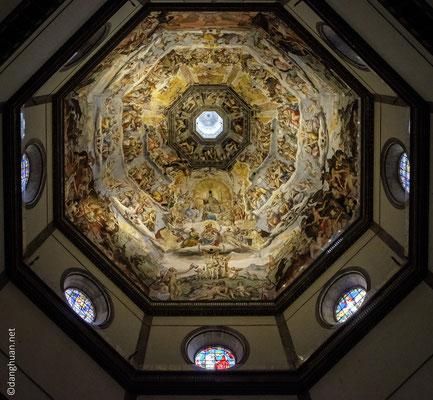 dôme de la Santa Maria del Fiore construit par Filippo Brunelleschi en 1436 (le plus grand en maçonnerie avec 45,5 m de diamètre maximum de la coupole intérieure) qui marque le début de l'architecture de la Rennaissance