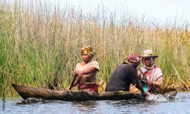 Pêcheurs sur le canal Pangalanes