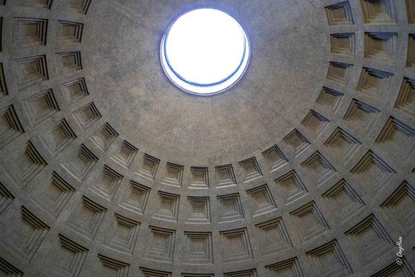 Le Panthéon -  endommagé par plusieurs incendies, et entièrement reconstruit sous Hadrien (début du IIesiècle)