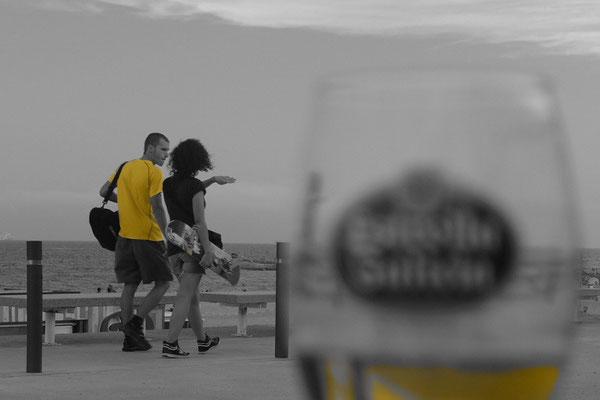 Une bière au bord de mer