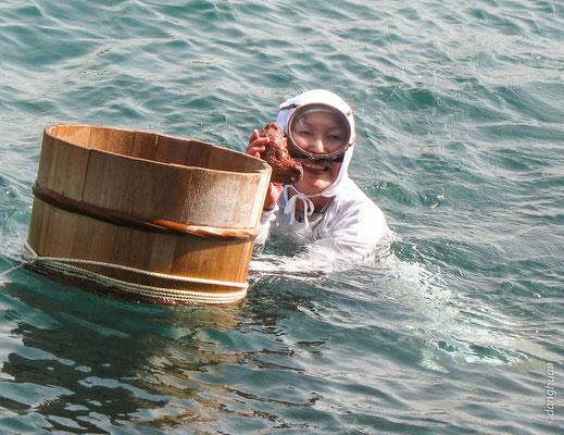 Pêcheuse de coquillage à Ise