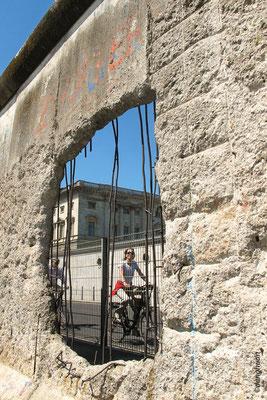 un vent de Liberté à travers le mur....