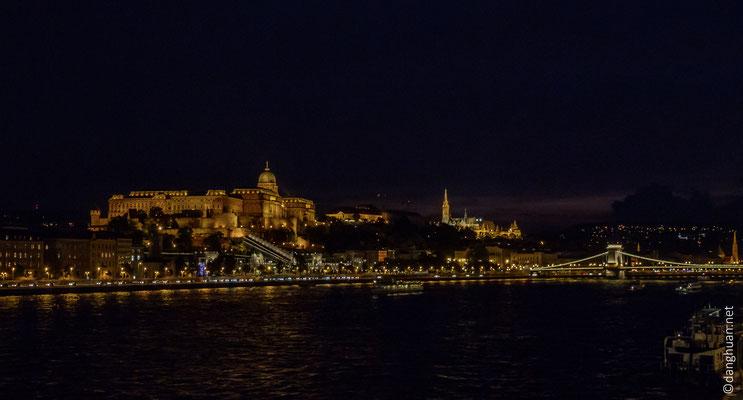 Galerie Nationale et le pont Széchenyi by night