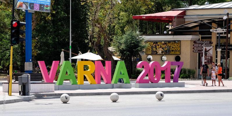 Varna  - une ville de l'est de la Bulgarie, au bord de la mer Noire. Troisième ville du pays par sa population (après Sofia et Plovdiv)
