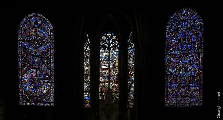 Les vitraux d'origine du XIIIème siècle sont toujours présents...