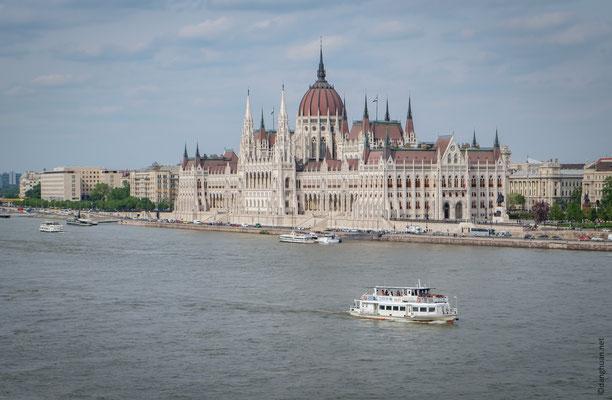 Le Parlement vu depuis la médiathèque de l'Institut Français