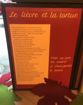 Décoration vitrines Clinique vétérinaire, les fables de La Fontaine... box en carton :  les images au recto et la fable au verso... www.toutpetitrien.ch/vitrines/ - fleurysylvie