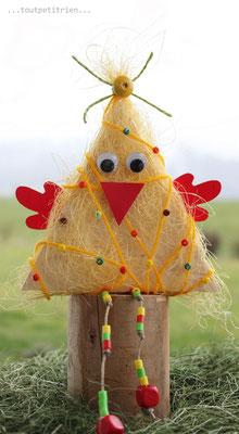 Une poule pour Pâques, recyclage d'un morceau de bois + sisal. www.toutpetitrien.ch/bricos/ - fleurysylvie