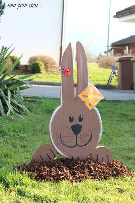 Déco extérieur pour Pâques, lapin en sajex. www.toutpetitrien.ch/bricos/ - fleurysylvie