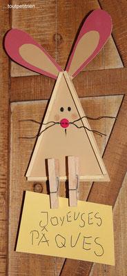 lapin papier cartonné, baguettes en bois et pincettes. www.toutpetitrien.ch/bricos/ - fleurysylvie