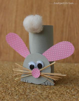 Lapin bricolé avec un rouleau papier WC et du papier cartonné. www.toutpetitrien.ch/bricos/ - fleurysylvie
