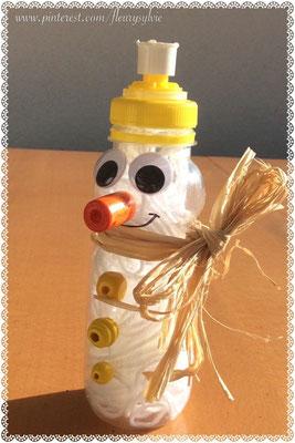 Bonhomme de neige : bouteille PET remplie de laine. www.toutpetitrien.ch/bricos/ - fleurysylvie
