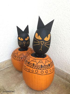 Décoration Halloween, citrouilles chats égyptiens. www.toutpetitrien.ch - fleurysylvie