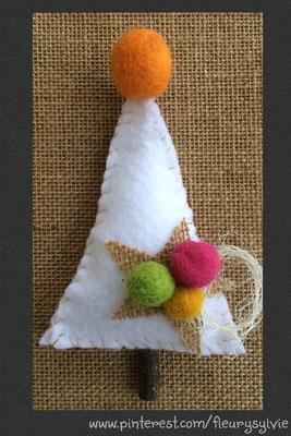 Sapin de Noël en feutre. www.toutpetitrien.ch/bricos/ - fleurysylvie
