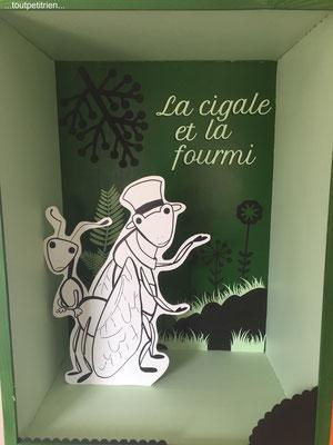 Décoration vitrines Clinique vétérinaire, les fables de La Fontaine... www.toutpetitrien.ch/vitrines/ - fleurysylvie
