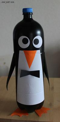 Pingouin avec bouteille PET 2L. www.toutpetitrien.ch/bricos/ - fleurysylvie