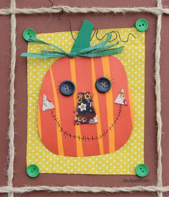 Cadre citrouille en papier/tissus, fil de fer, raphia vert et boutons. www.toutpetitrien.ch/bricos/ - fleurysylvie