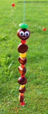 Chenille avec des marrons et des perles en bois. www.toutpetitrien.ch/bricos/ - fleurysylvie