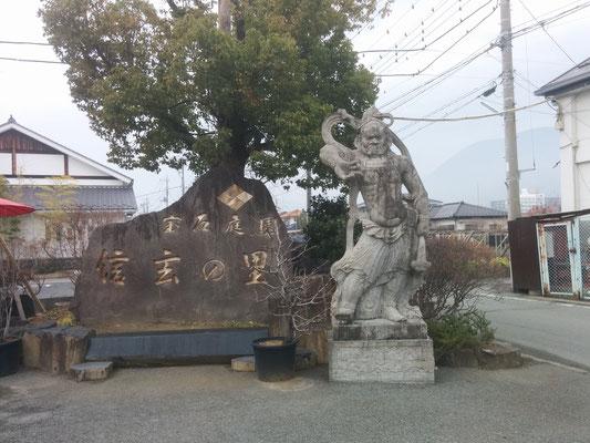 10 some statue