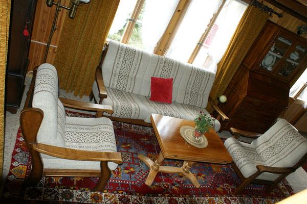 Salle à manger / Salle de séjour avec cheminée et télévision par satellite