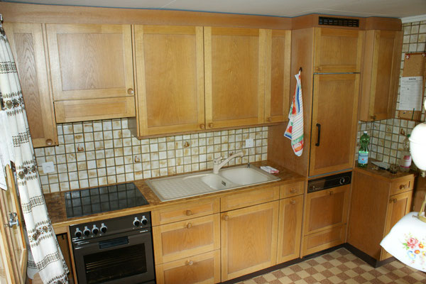 Kitchen with fridge, oven, dishwasher, microwave, coffee machine, etc.