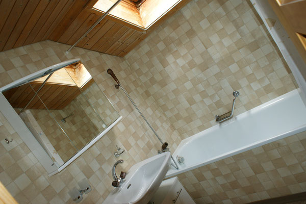 Bathroom with bathtub (on second floor)