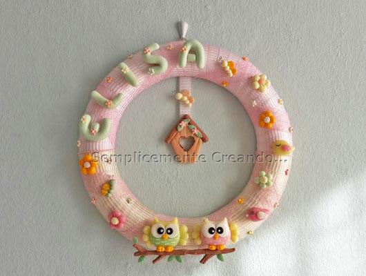 Ghirlanda nascita con decorazioni in pasta di mais. Diam. cm 29