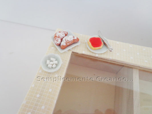 Scatola pota Tea in legno decorata con miniature in fimo