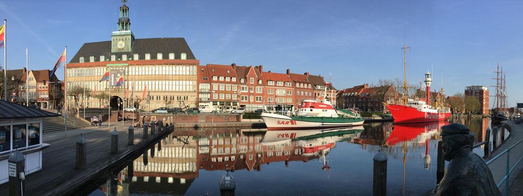 Rathaus mit Delft und einem der Delftspucker