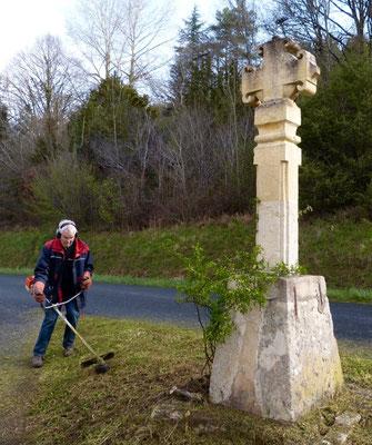 Nettoyage autour de la Croix de la Grange