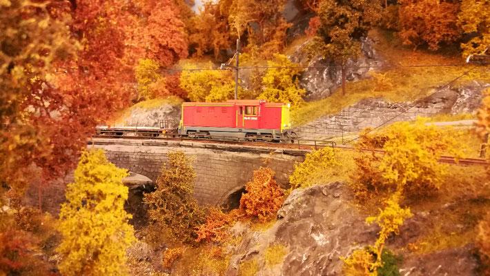 Dienstzug mit Faur L45H auf dem Viadukt im Valle de Castagno.