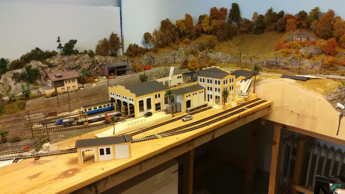 Gesamtübersicht der neuen Depotanlage. Die straßenzufahrt befindet sich links von dem kleinen Pförtnerhäuschen.