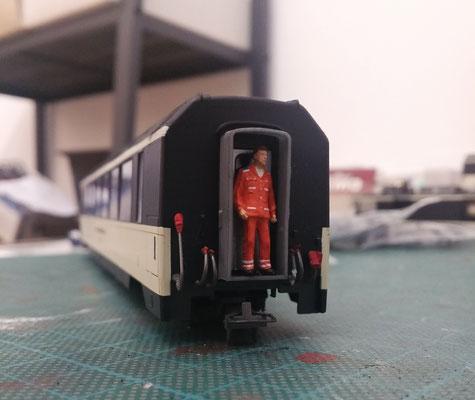 Ein erster Aussichtswagen mit dem zwei Meter großem Rangierer Carlo.
