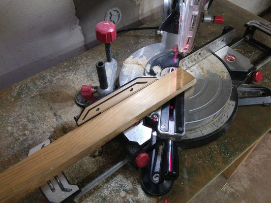 Zuschneiden von Rahmenteilen für das Stellpuult.