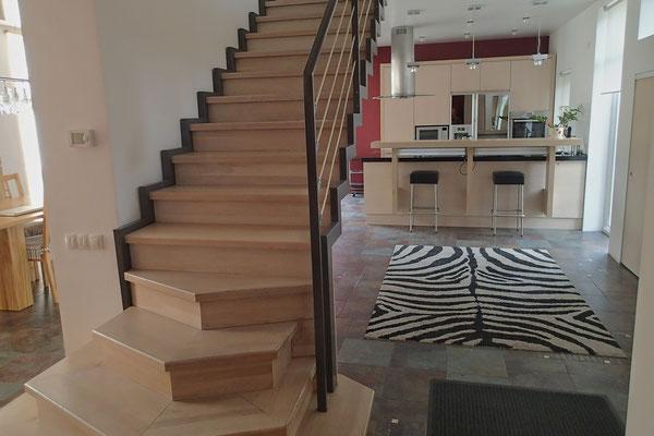 un escalier bois et métal au style contemporain