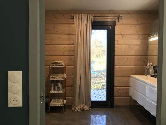 ambiance bois pour une salle de bain nordique